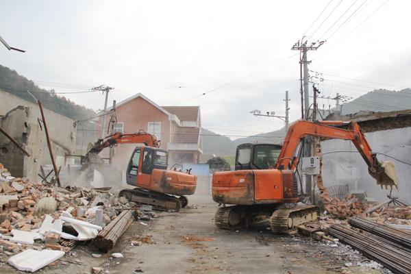 大麦屿:掀起小陈岙水库老旧工业点拆违热潮