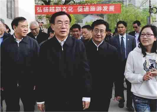 2010年3月27日,贺国强在甘霖镇施家岙村