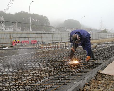 改造工程1号桥模板施工有序推进