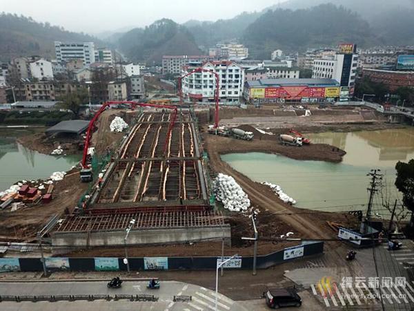 南塘桥及至330连接线工程始主桥箱梁浇筑