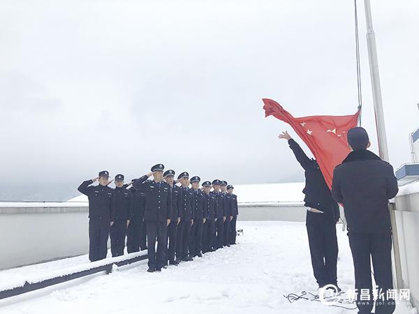 新年升国旗 誓言记心中
