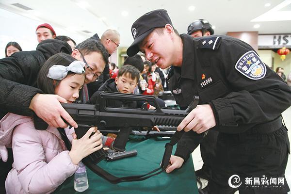 """""""110宣传日""""主题活动进商场"""