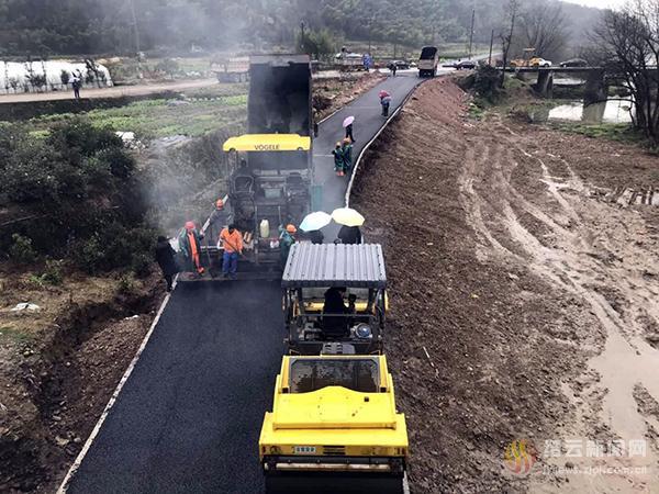 绿道三期(啤酒厂至周村大桥段)完成路面浇筑