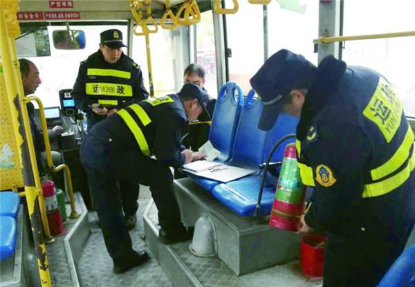 开展城乡公交客运车辆安全检查