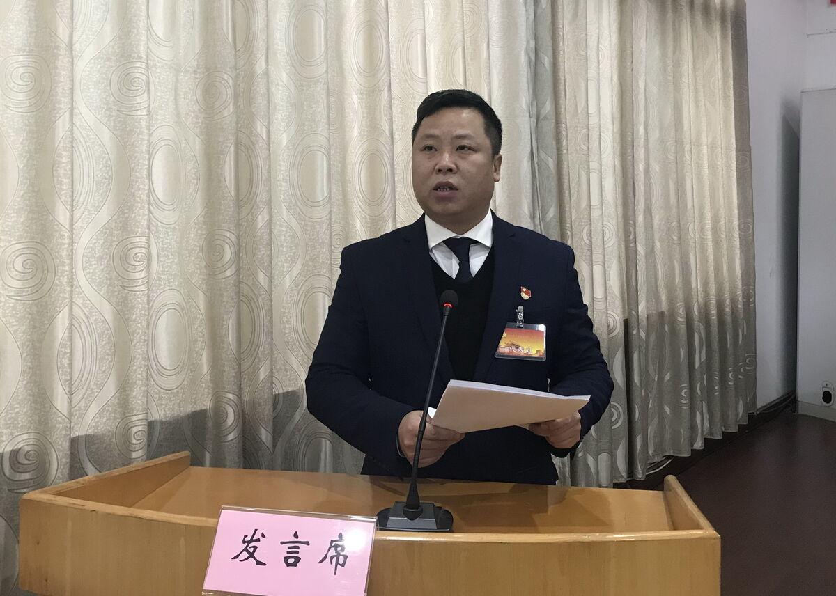 副市长、党工委书记屠强作报告