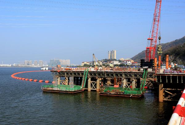 玉环:漩门湾大桥施工正酣