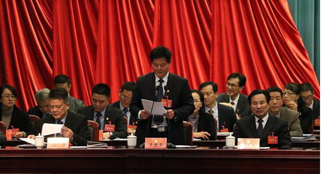 县十六届人大三次会议举行第二次大会