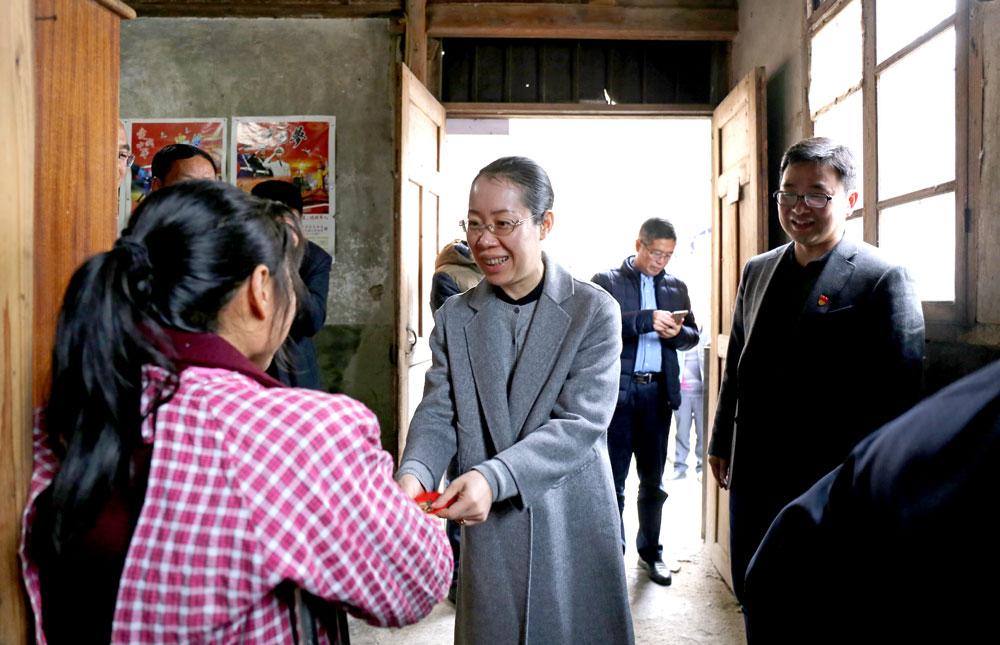 寒冬送关怀 情暖百姓心 县领导开展春节前走访慰问活动
