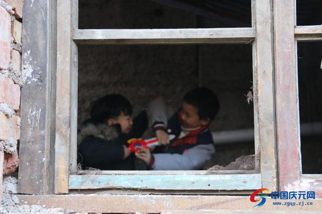 新年��焕��新房 30名孩子有了��暖巢��