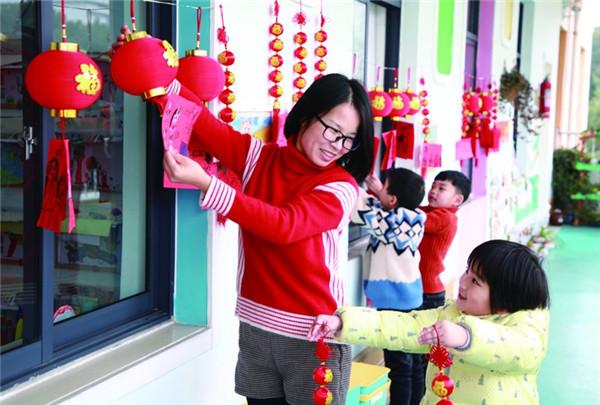 大红灯笼挂起来,喜庆春联贴起来!