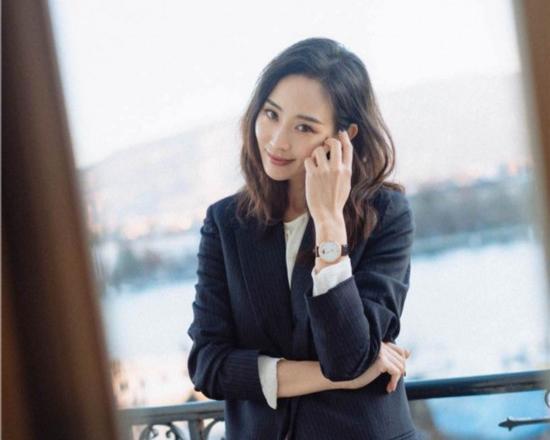 张钧甯大片发布 恬静知性彰显优雅气质