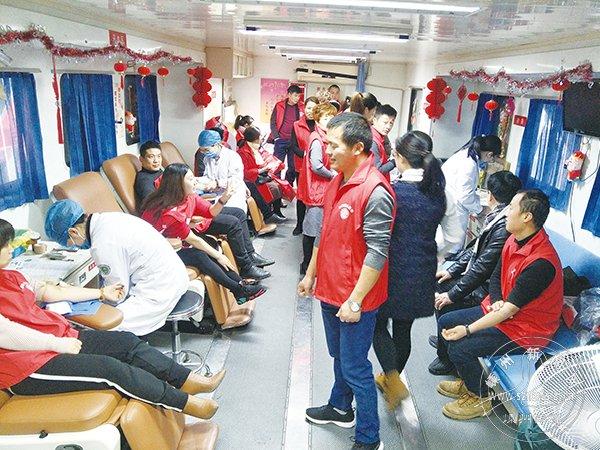 市老顽童志愿者开展爱心献血活动 献血量达10350ml