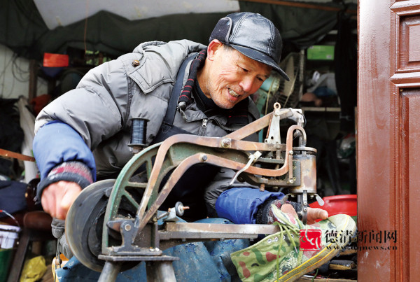 老鞋匠的快乐修鞋生活