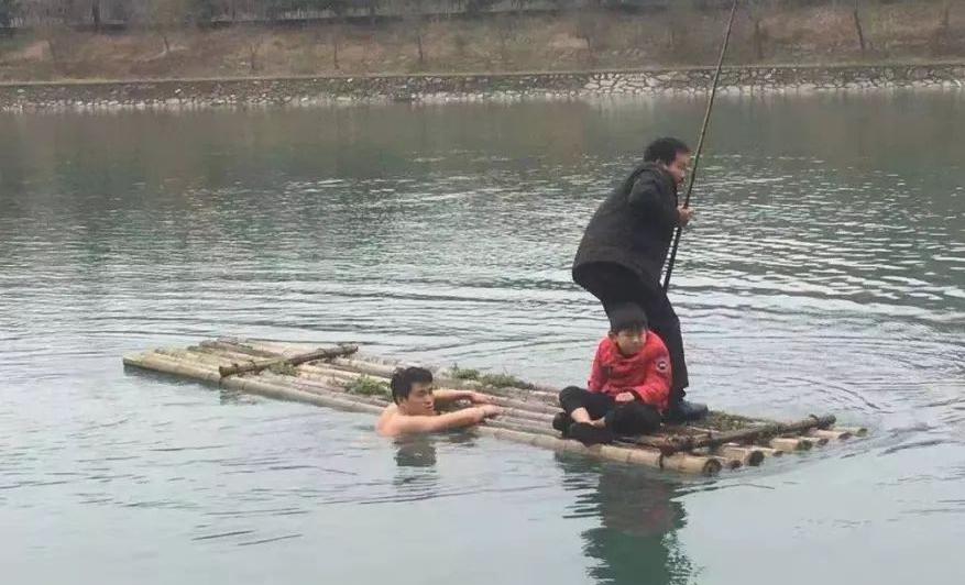 開化叔侄倆勇救落水男孩,河水冰冷人心不冷!