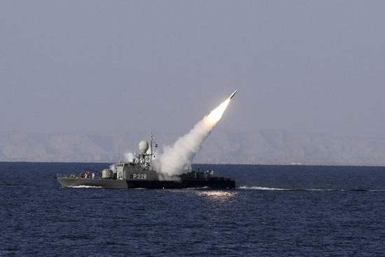 伊朗进行大规模军演 试射反舰巡航导弹