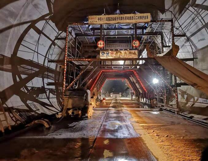 杭绍台铁路东茗隧道进口掘进?#40644;?#21315;米
