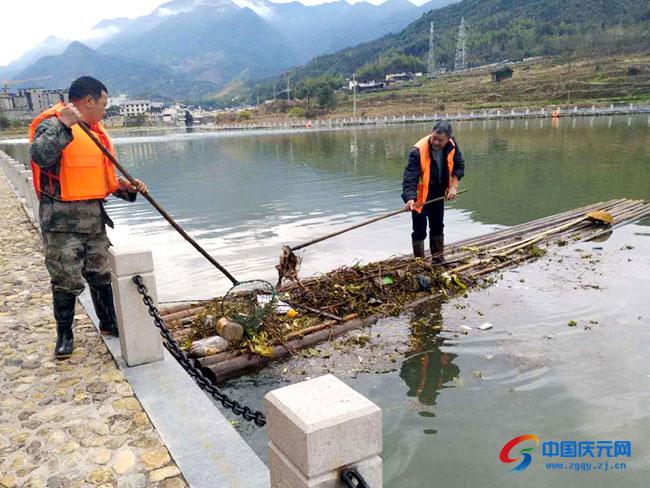 竹口镇组织清理河面垃圾