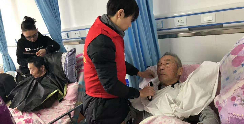 平湖义剪团队七年服务特殊老人成网红