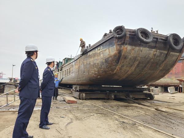 """台州玉环海事""""猎狐行动""""成功强制扣押两艘违法船舶"""