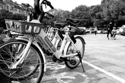 共享单车 ?#34892;?#20572;放