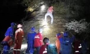 12名驴友被困悬崖峭壁 温州百名警民连夜搜救脱险