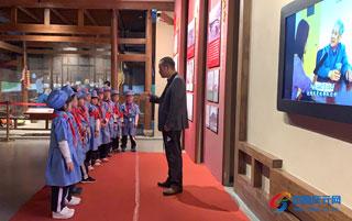 实小一年级学生参观红桥展