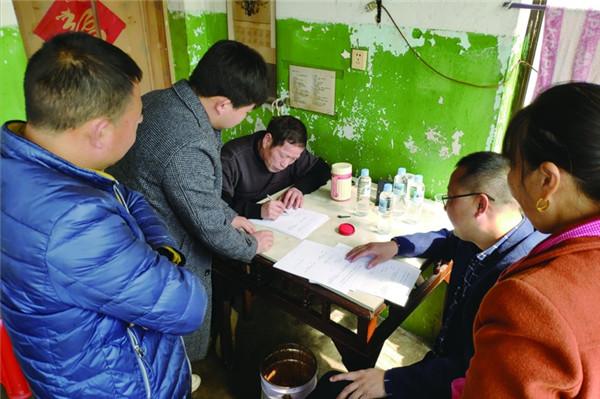 包干组干部赴外地与农户面对面交流签约