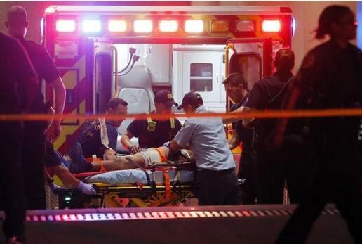 美大巴翻车2死30余伤 伤者中含多名华人