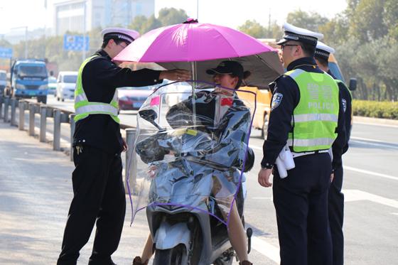 电动车登记倒计时 交警在行动