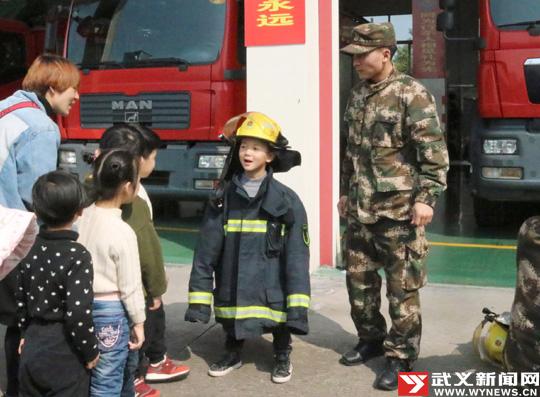 武义:萌娃走进消防大队