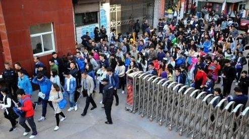 公务员省考招录扎堆启动 19省份计划招8万余人