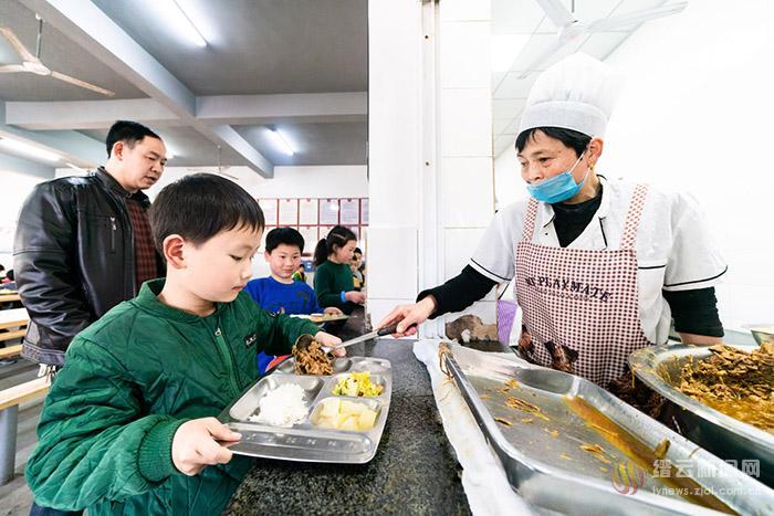 惠民营养餐 助力孩子健康成长