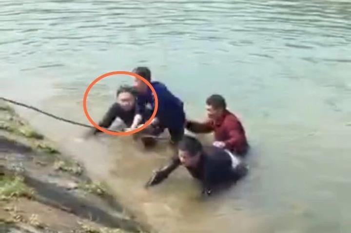 杭师大辅导员勇救2名落水儿童 正能量满满获网友点赞