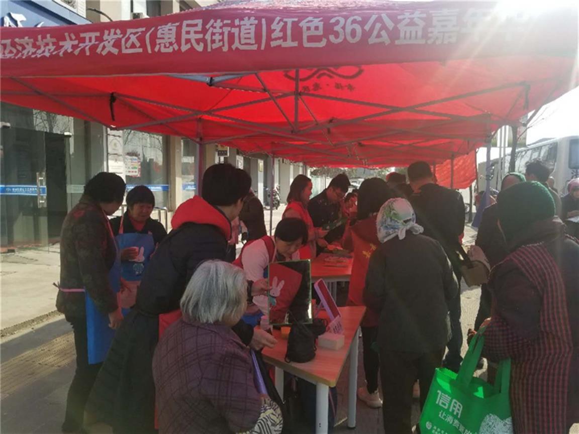 """【聚焦""""三服务""""】县政协开展委员进社区活动"""