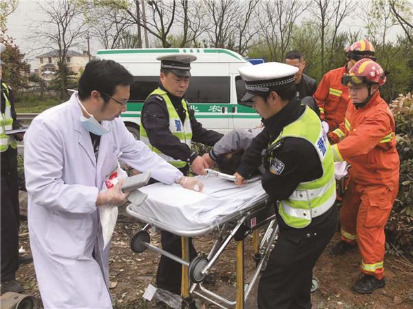 320国道衢江区湖仁路段发生一起交通事故