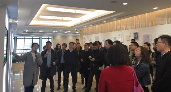 学员们走访上海报业集团
