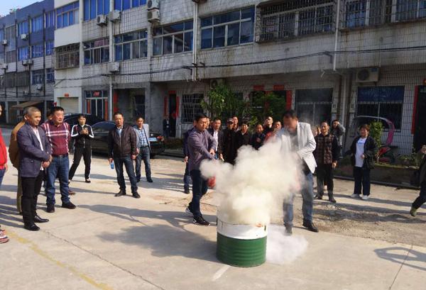 坎门:开展危化企业单位安全生产(消防)培训会