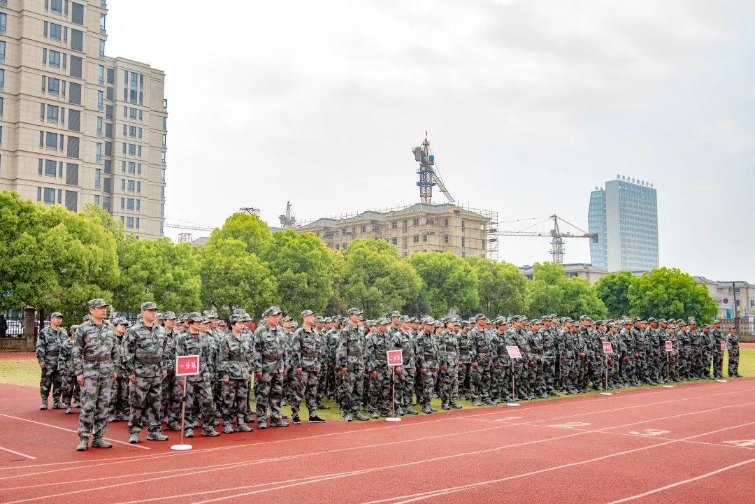 开发区机关干部军事化训练打响作风建设第一枪