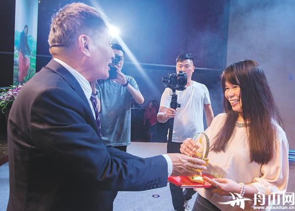 """第二届""""三毛幽默小故事大道理散文奖""""颁奖典礼昨举行"""