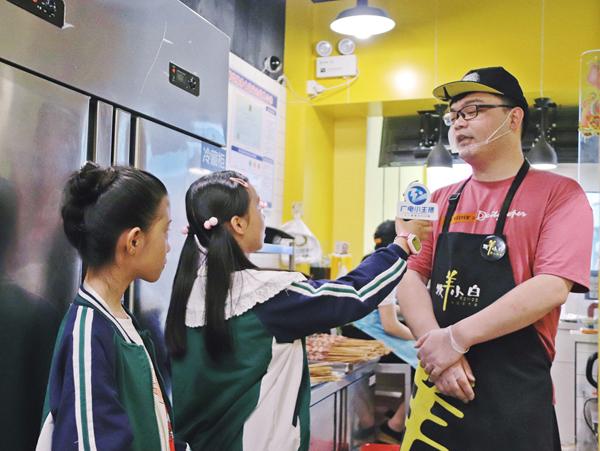 """15名广电小主播带你""""吃""""美食"""