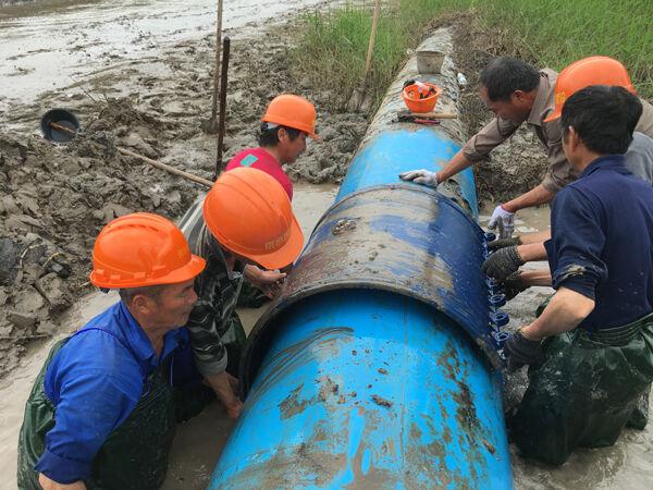 玉环境外引水主干管被烧裂,市自来水公司应急抢修保供水