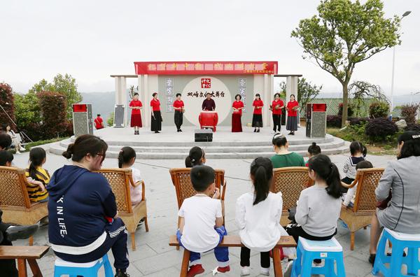 大麦屿:礼赞新中国 戏曲进礼堂