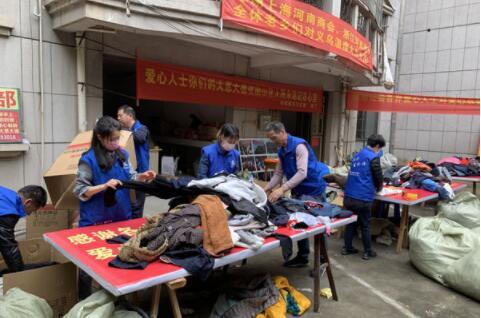 义乌老党员支持公益捐款万元不留名
