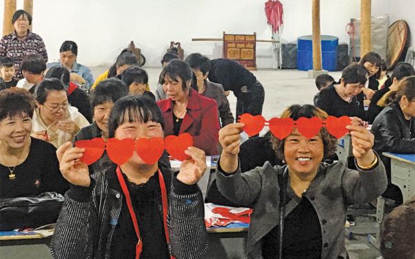 """桃渚新时代文明实践巾帼""""倾城倾镇""""培训计划——剪纸培训举行"""