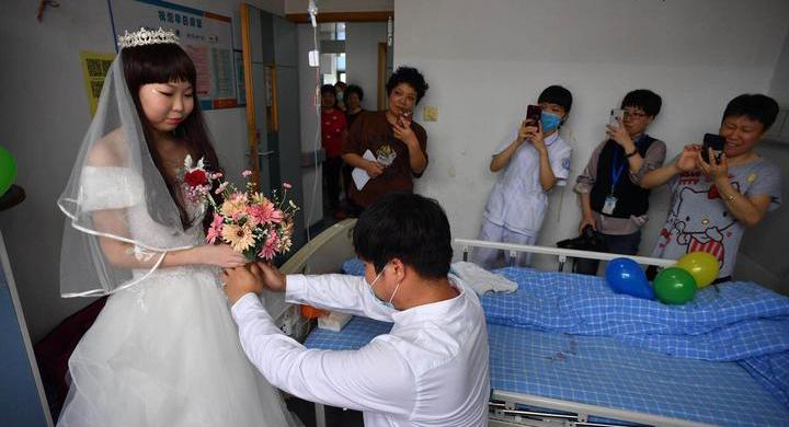 病魔無法擊碎愛!這場浪漫的病房婚禮在寧波上演
