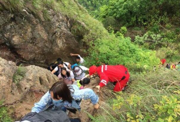 浦江:致敬!悬崖上的那一抹红