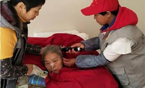 七年如一日,浦江志愿者为瘫痪病人公益理发