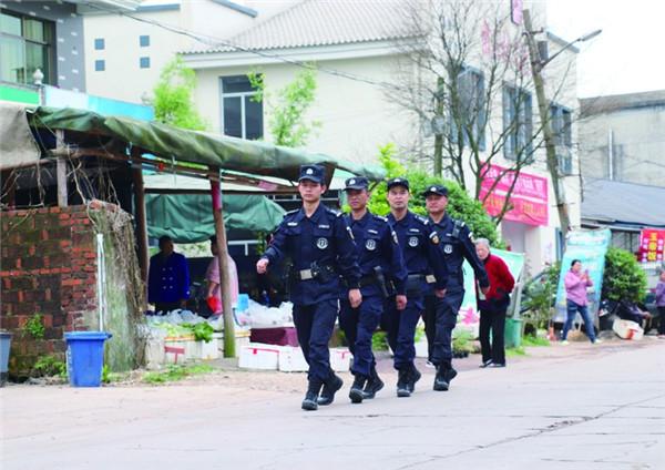 """加强巡逻,助推""""两江走廊""""村庄整治提升工作"""