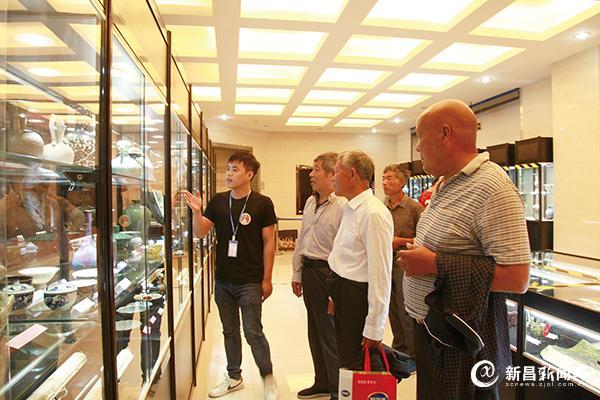 县档案馆举办民间藏品展