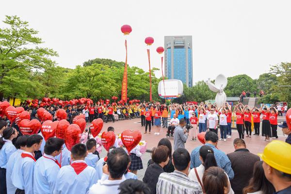 街头б░快闪б▒倡导助残 我市举行第29个全国助残日活动